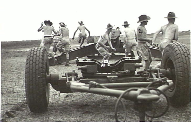 155_mm_GPF_gun_deployment_Lytton_Qld_Nov_1943_AWM_060032