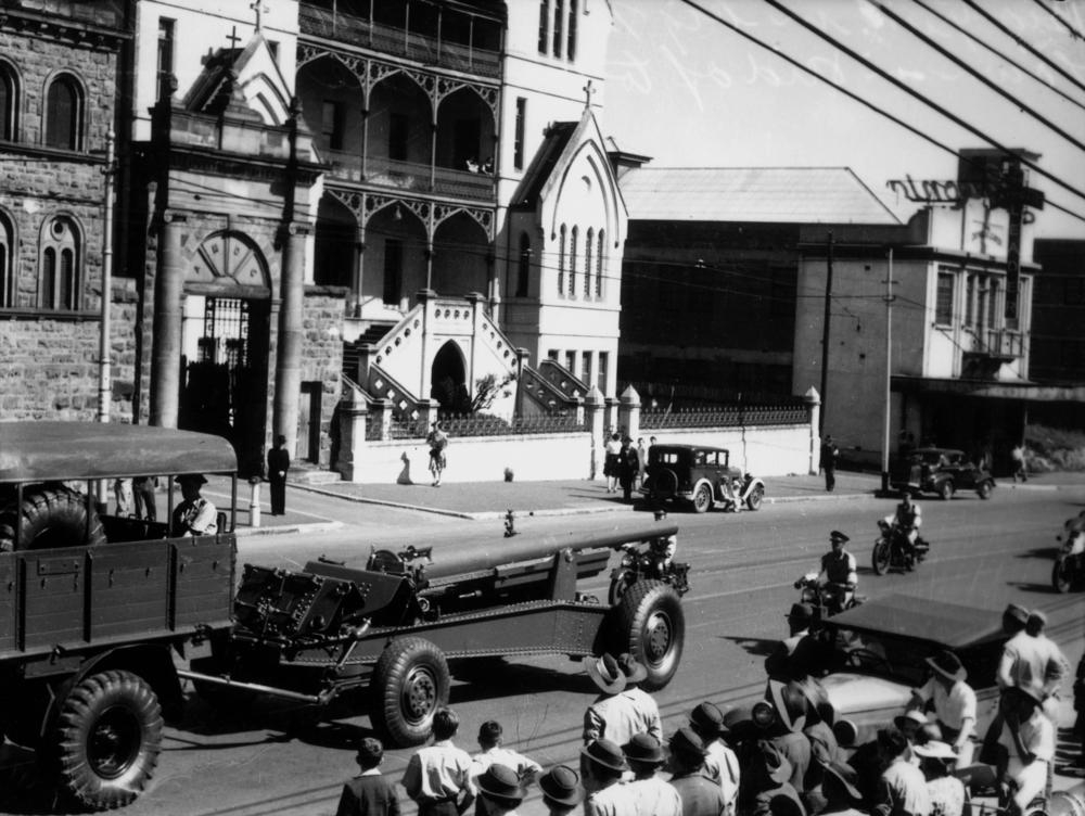 1942_Parade_-_gun_carriage